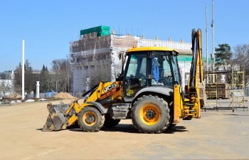 File:JCB 3CX ECO backhoe loader at VDNKh, Moscow.jpg - Wikimedia ...